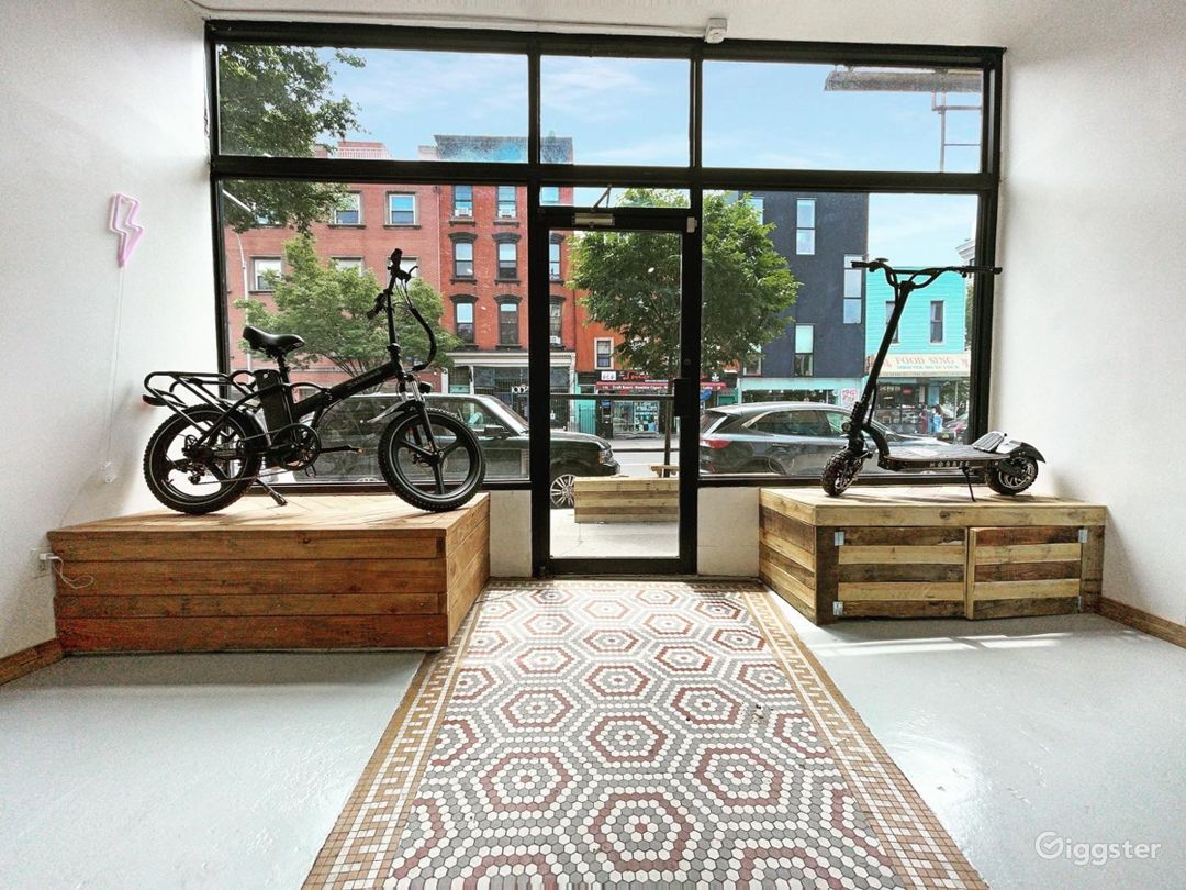 Store front Gallery in prime Williamsburg Photo 1