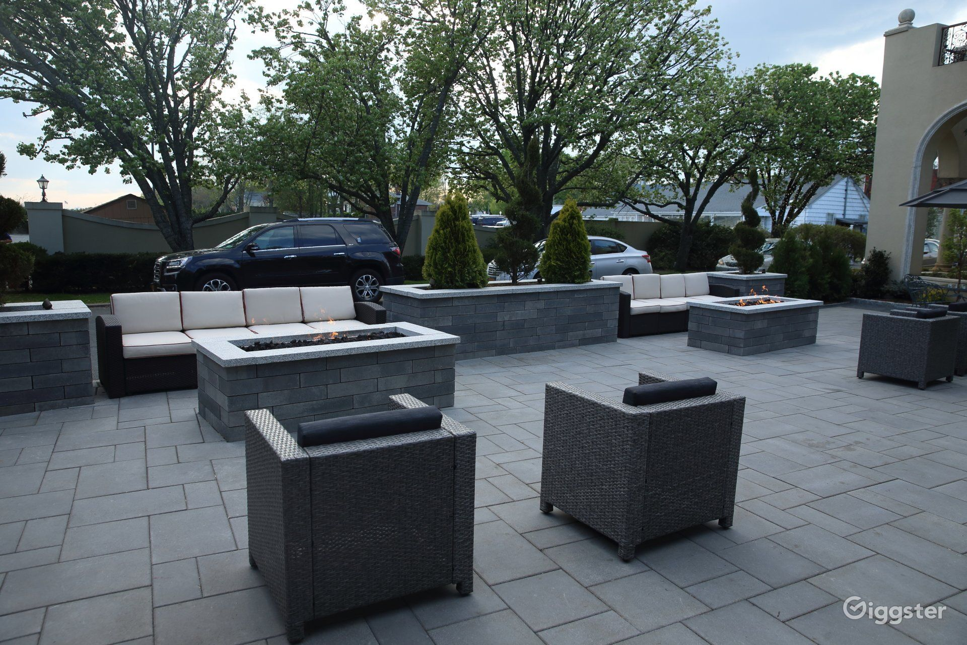 Chic and Modern Seating Photo 1