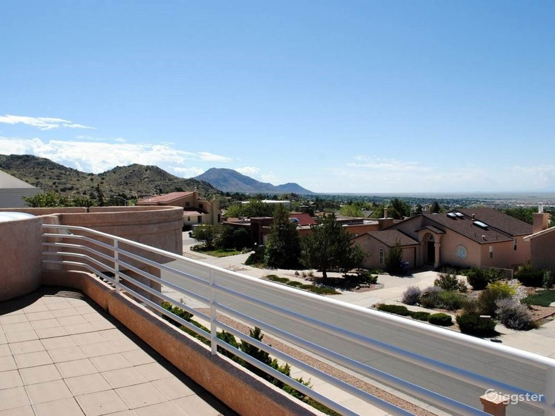 MAJESTIC LUXURY NESTLED IN ABQ FOOTHILLS! Photo 3