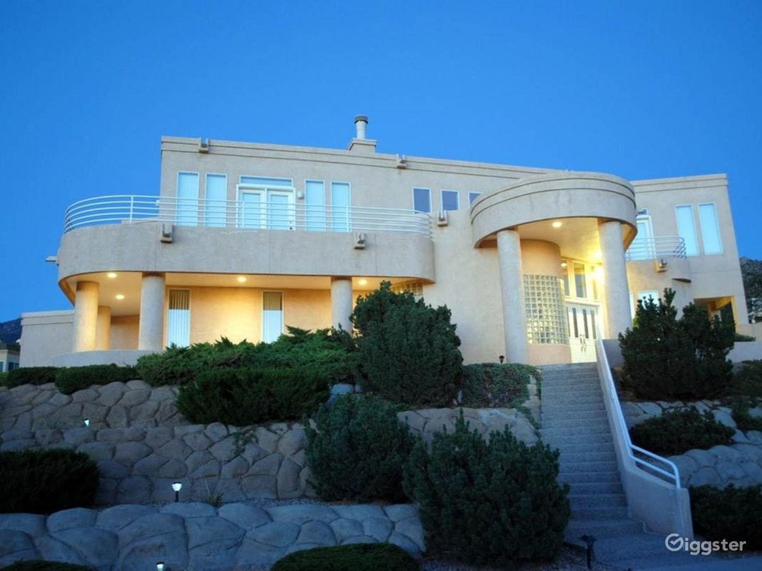 MAJESTIC LUXURY NESTLED IN ABQ FOOTHILLS! Photo 1