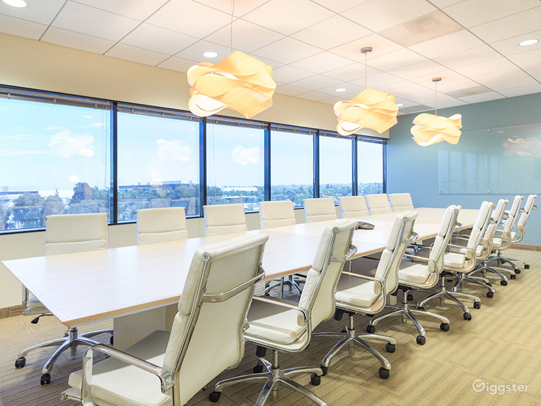 20 PERSON CONFERENCE ROOM-MANHATTAN BEACH Photo 2