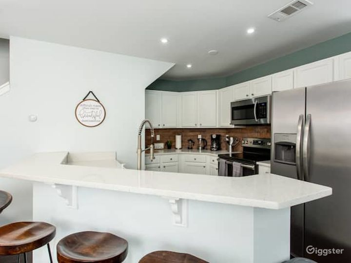 Rustic Industrial Townhome Photo 4