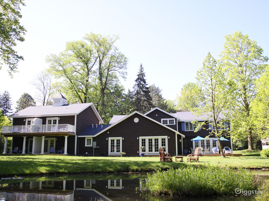 Wood Shingled 2 acre Estate in Michigan Photo 3