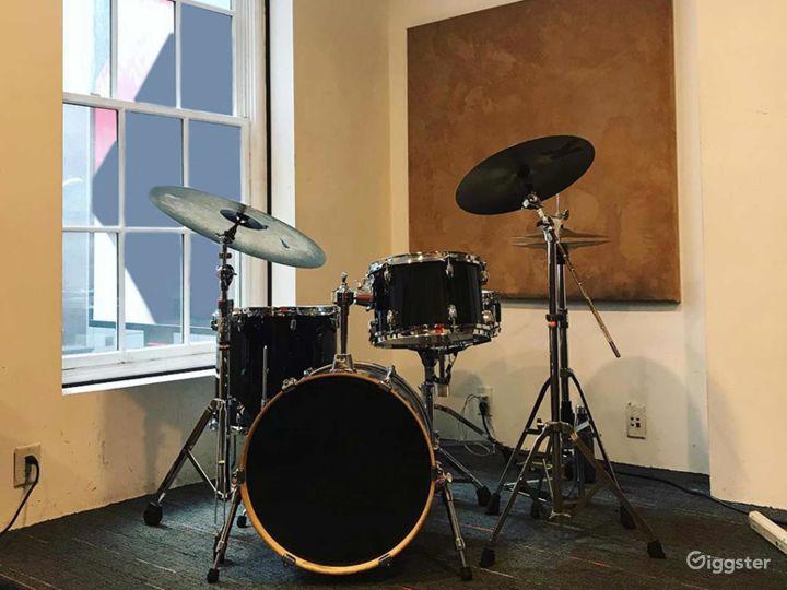 Compact Rehearsal Studio in NY Photo 2