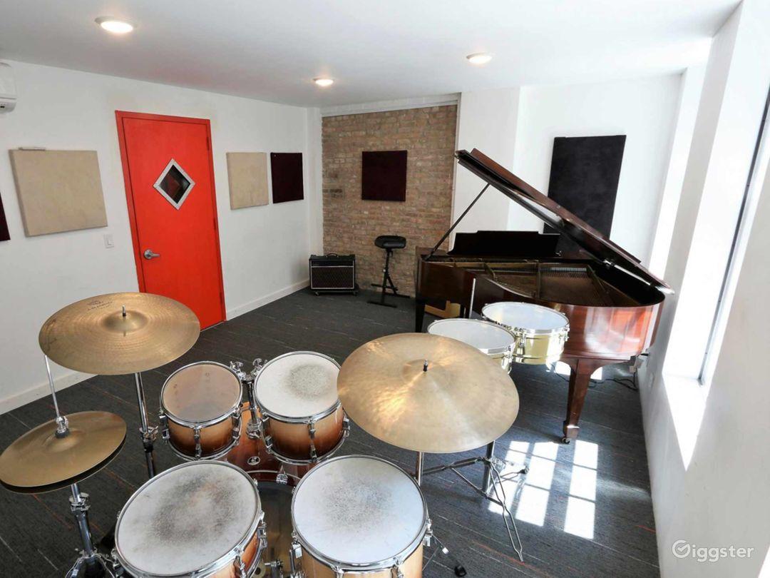 Compact Rehearsal Studio in NY Photo 1