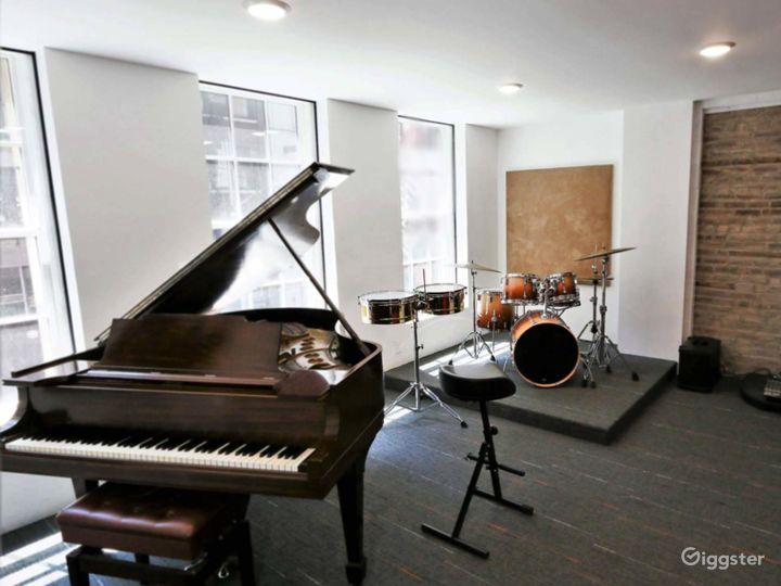 Compact Rehearsal Studio in NY Photo 4