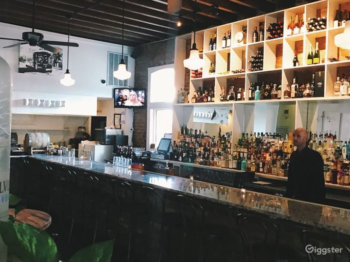 Aesthetic First Floor Restaurant with bar in New Orleans Photo 5