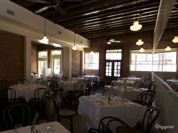 Aesthetic First Floor Restaurant with bar in New Orleans