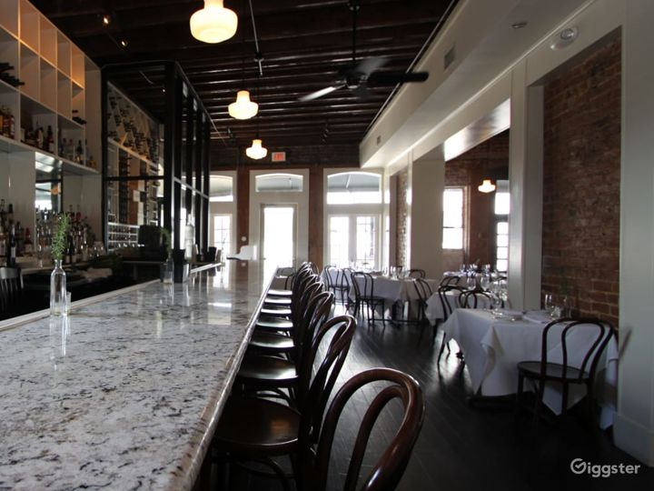 Aesthetic First Floor Restaurant with bar in New Orleans Photo 2
