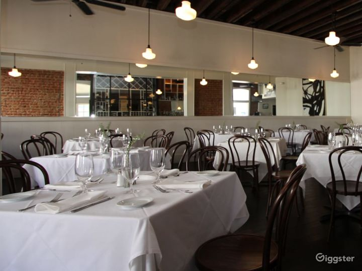 Aesthetic First Floor Restaurant with bar in New Orleans Photo 3