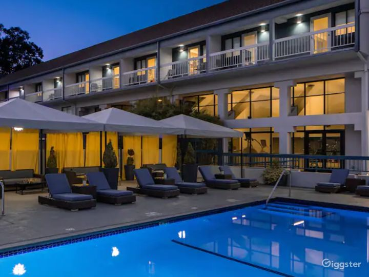 A Beautiful and Spacious Pool Area in Sunnyvale Photo 4
