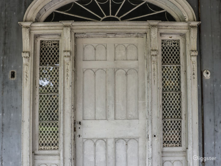 Dilapidated mansion: Location 5287 Photo 2