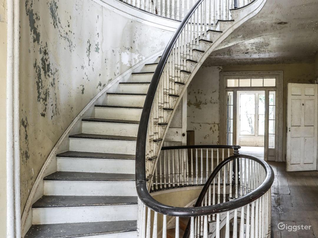 Dilapidated mansion: Location 5287 Photo 1
