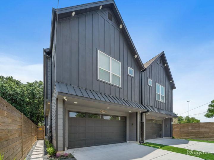 Modern Luxury Black House in Downtown Houston  Photo 3