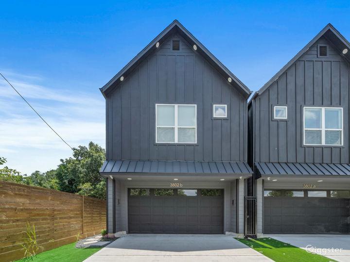 Modern Luxury Black House in Downtown Houston  Photo 2