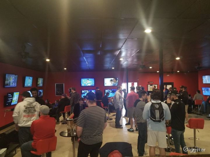 Upbeat & Vibrant Sports Bar For Events Photo 5