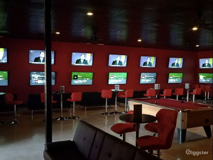 Upbeat & Vibrant Sports Bar For Events Photo 2
