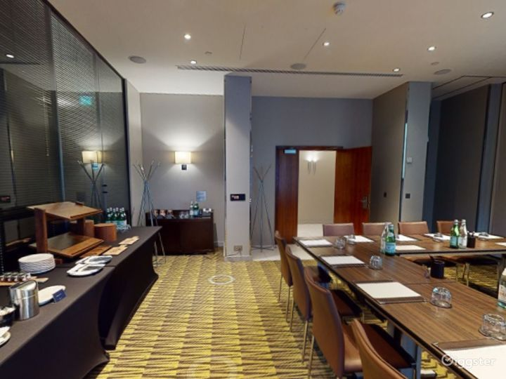 Stylish Private Room 2 in Canary Wharf, London Photo 4
