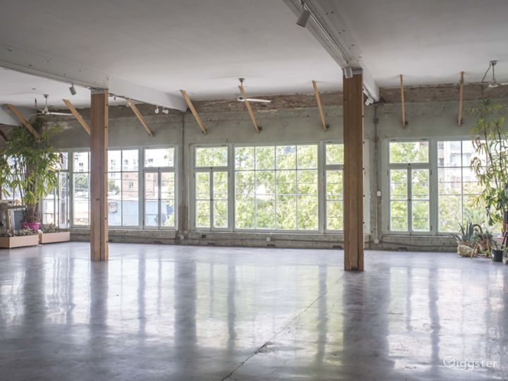 Warehouse Loft with Stunning Windows and Detail Photo 5