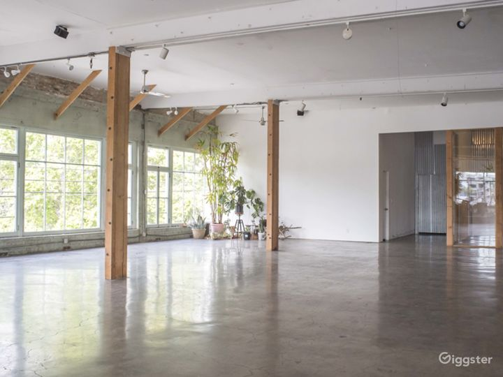 Warehouse Loft with Stunning Windows and Detail Photo 4