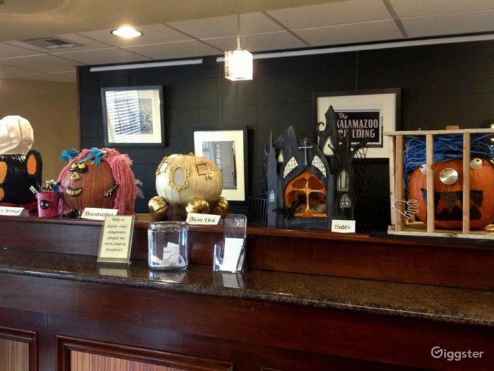 Potter's Lounge & Restaurant in Kalamazoo Photo 5