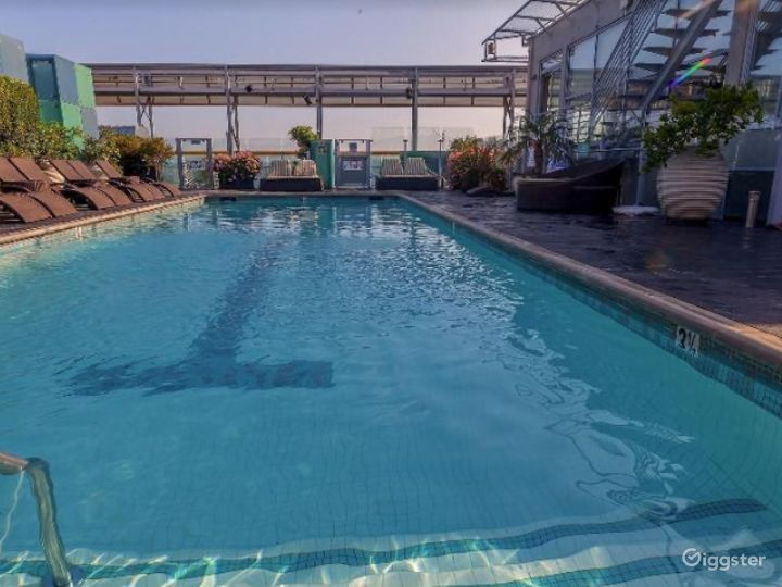 Rooftop with Pool in LA Photo 4