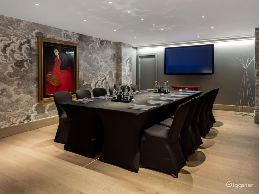 Classy Private Room 3 in Leicester Square London Photo 1