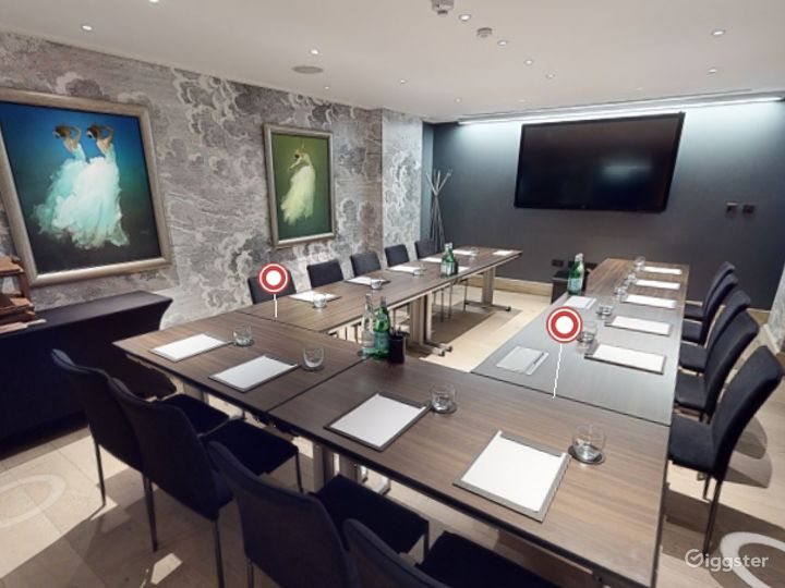Classy Private Room 3 in Leicester Square London Photo 3