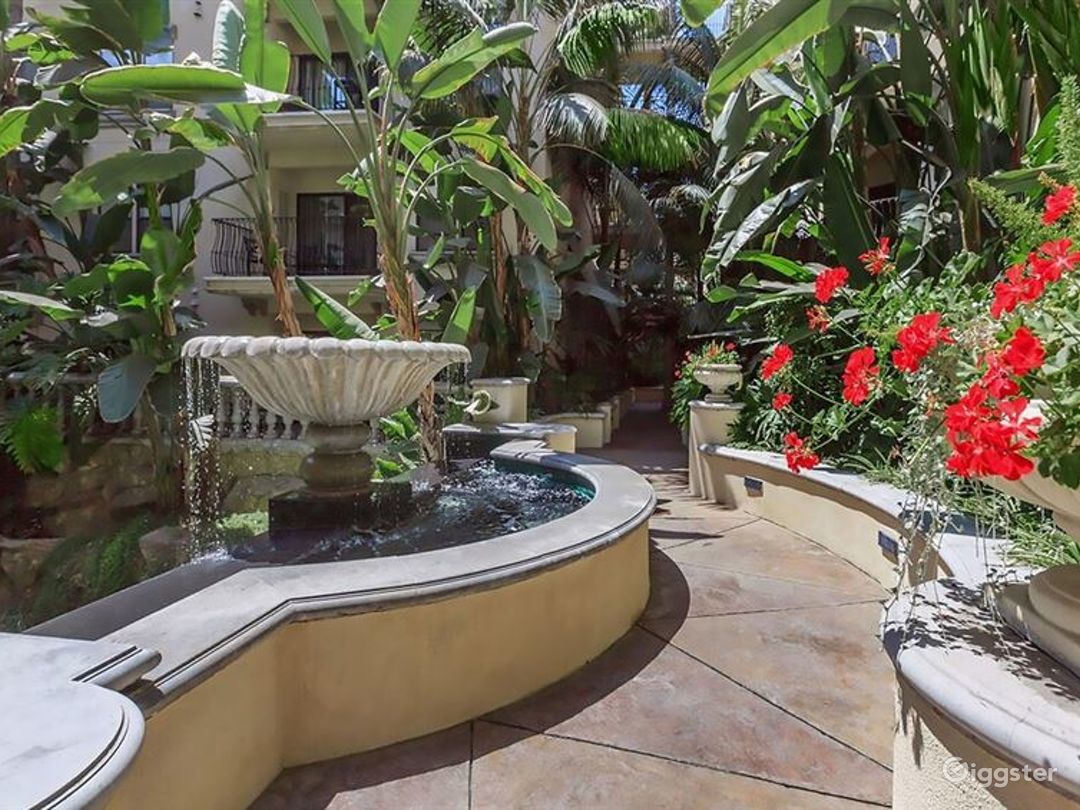 Tropical Oasis Courtyard in Downtown LA Photo 1