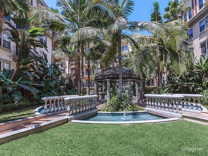 Tropical Oasis Courtyard in Downtown LA Photo 2