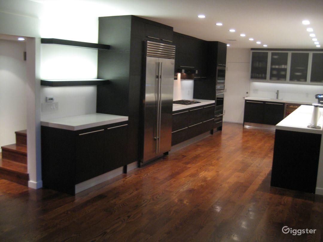 Large Modern kitchen w Subzero/Wolf appliances