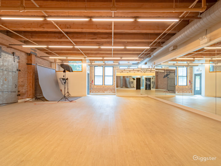 Buy-Out Rental - Fascinating Spacious Loft Studio for All Types of Events in West Loop Chicago (Parties, Fitness, Photoshoots, Filming) Photo 4