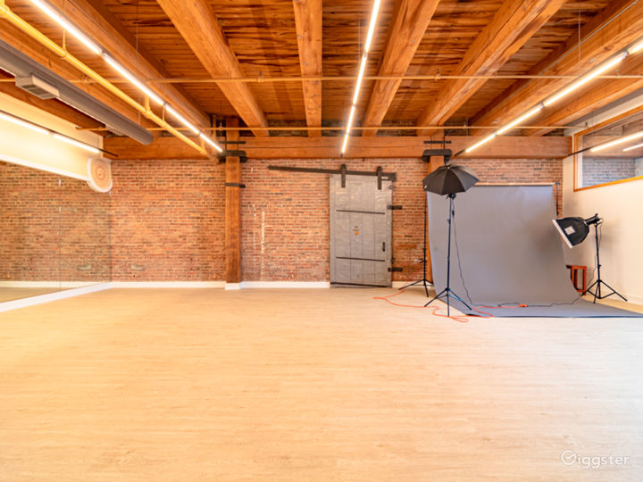 Buy-Out Rental - Fascinating Spacious Loft Studio for All Types of Events in West Loop Chicago (Parties, Fitness, Photoshoots, Filming) Photo 3