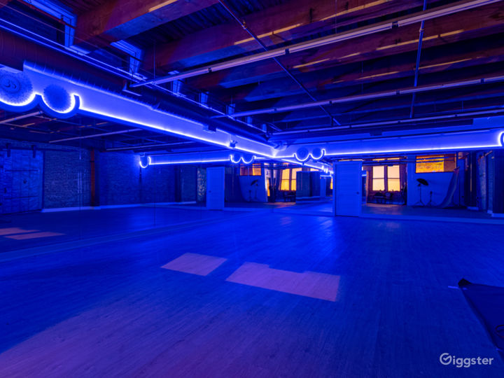 Buy-Out Rental - Fascinating Spacious Loft Studio for All Types of Events in West Loop Chicago (Parties, Fitness, Photoshoots, Filming) Photo 5