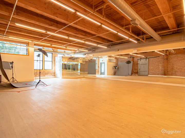 Buy-Out Rental - Fascinating Spacious Loft Studio for All Types of Events in West Loop Chicago (Parties, Fitness, Photoshoots, Filming) Photo 2
