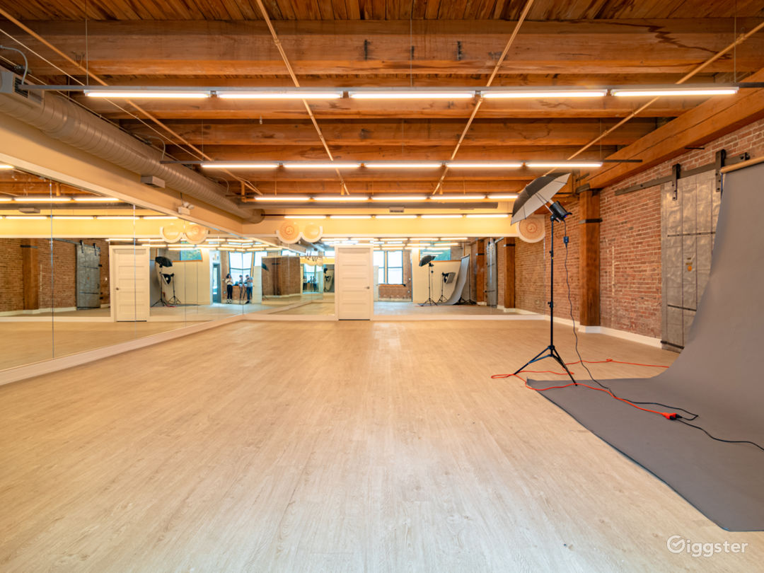 Buy-Out Rental - Fascinating Spacious Loft Studio for All Types of Events in West Loop Chicago (Parties, Fitness, Photoshoots, Filming) Photo 1
