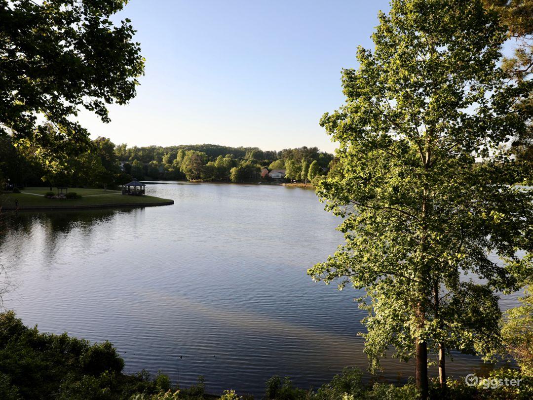 Mini Mansion on the Lake Photo 3