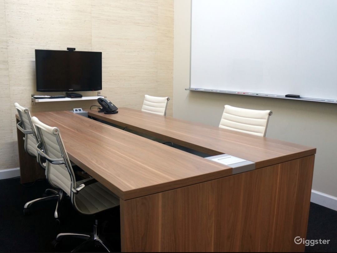 Clean & Quiet Conference Room in Ravenswood Photo 1