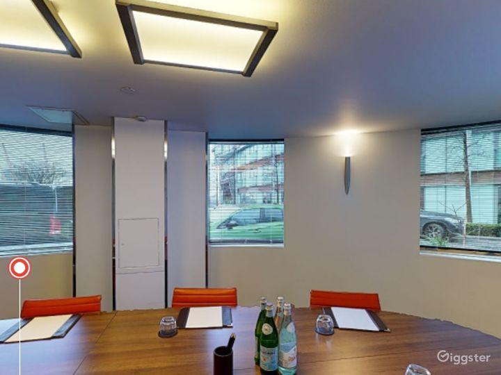 Sleek Private Room 3 in Canary Wharf, London Photo 3