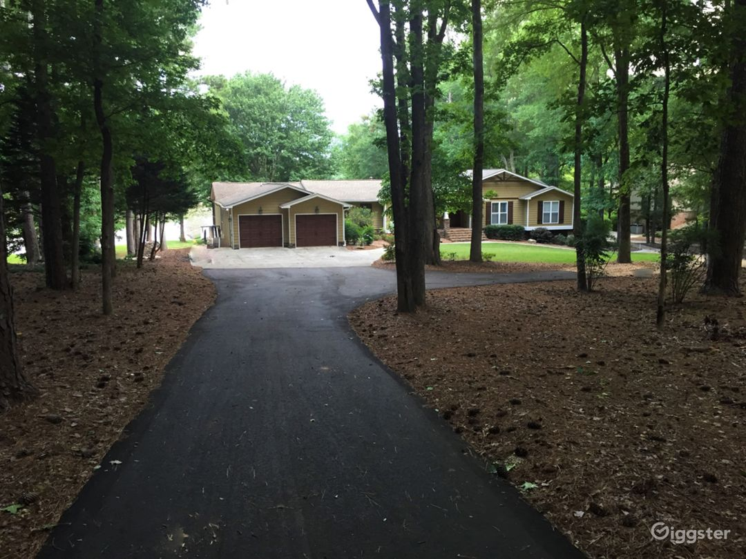 600 Acre Lakefront Home Photo 2