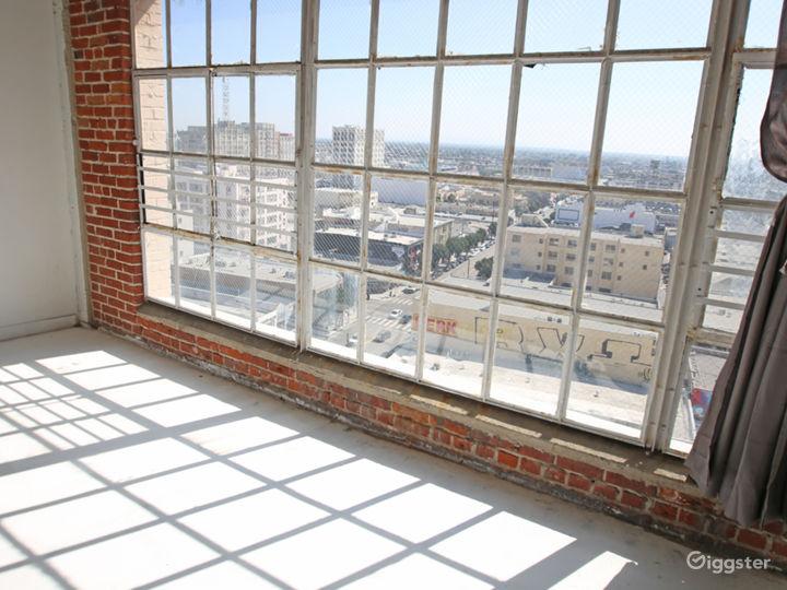 Beautiful High-Rise DTLA Penthouse Studio Photo 2