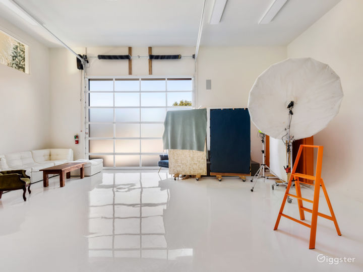 All-white Natural Light Studio with Dressing Room Photo 4