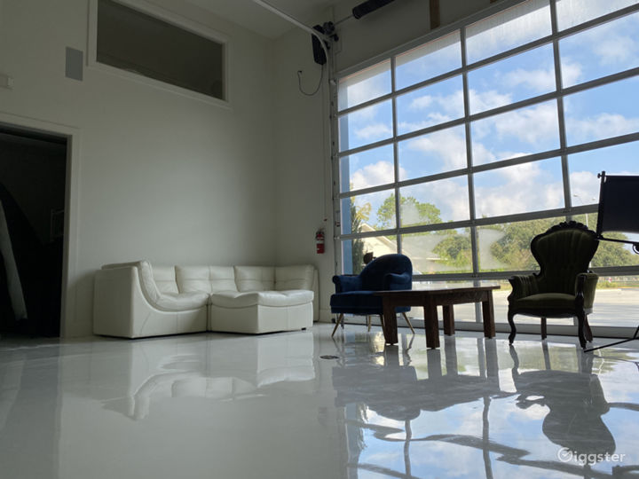 All-white Natural Light Studio with Dressing Room Photo 2
