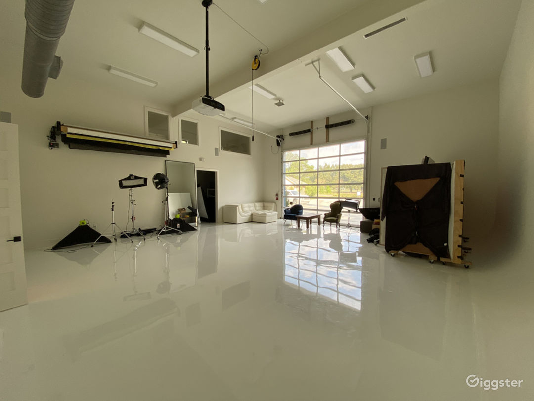 All-white Natural Light Studio with Dressing Room Photo 1