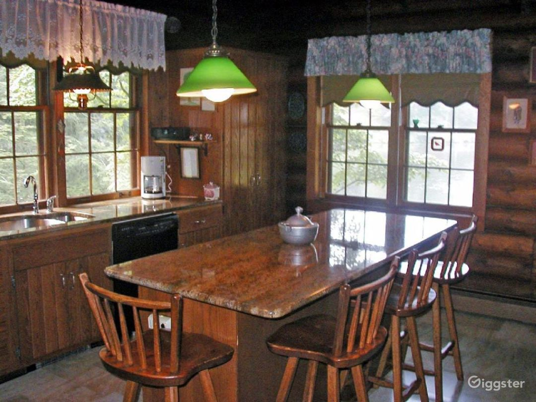 Log cabin on: Location 2293 Photo 1
