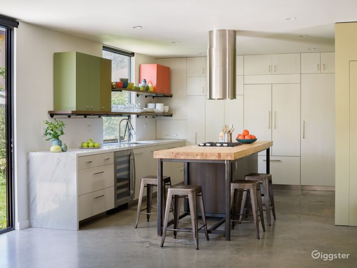 Modern Architectural House in Culver City Photo 5