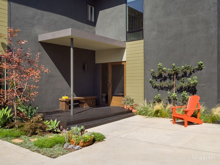 Modern Architectural House in Culver City Photo 2
