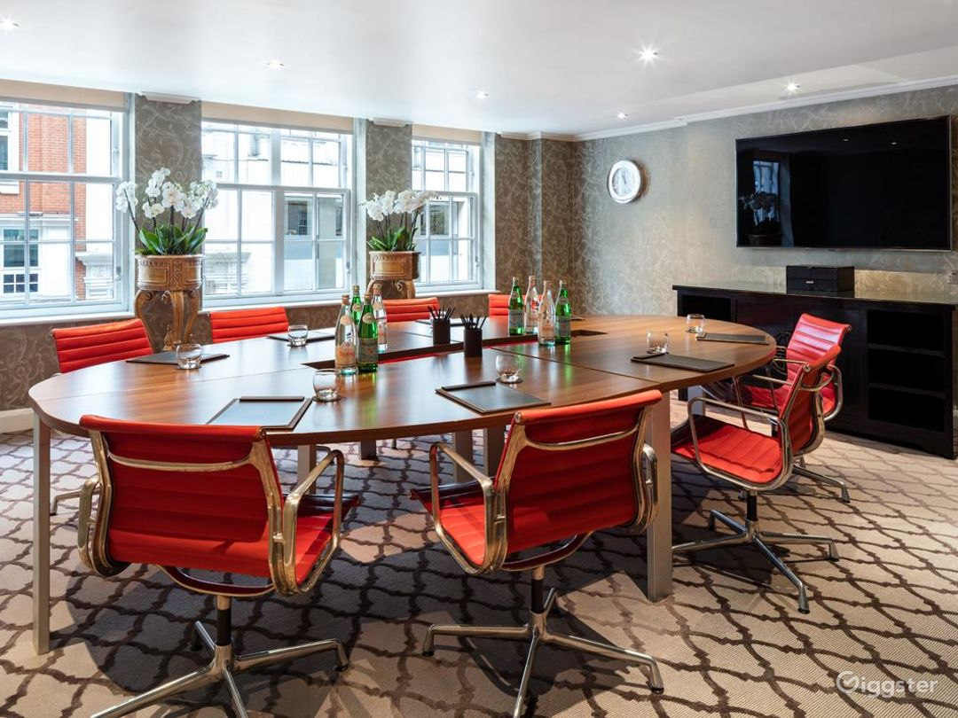 Contemporary Private Suite 4 in Mayfair, London Photo 1