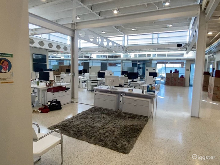 Creative Open Office Space with High Ceilings  Photo 2