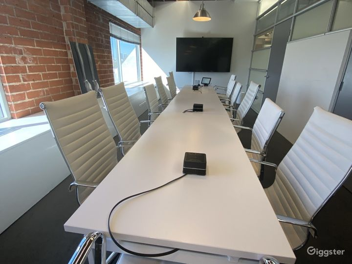 Creative Open Office Space with High Ceilings  Photo 3